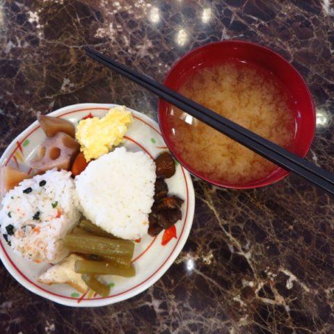 Tradycyjne japońskie śniadanie z zupą miso, fot. Beata Pawlikowska