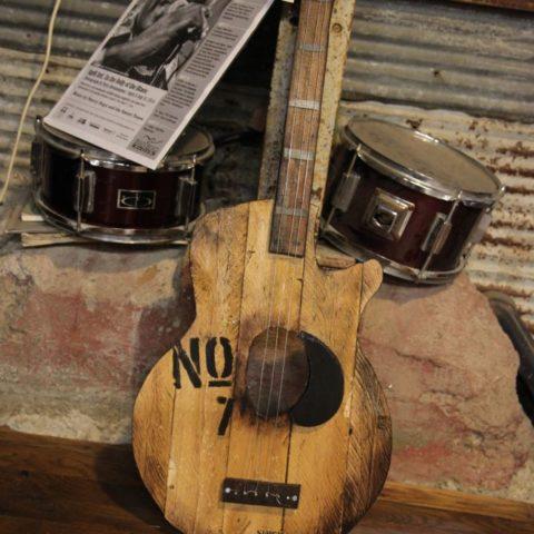 Ręcznie zrobiona gitara, fot. Beata Pawlikowska