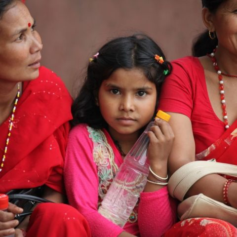 Nepalskie kobiety w tradycyjnym świątecznym czerwonym sari fot. Beata Pawlikowska