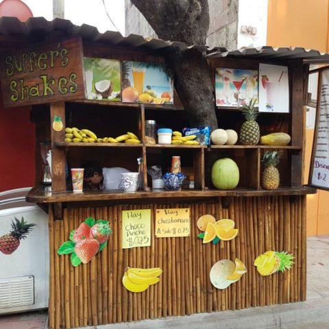 Bar z sokami w El Tunco,  fot. Beata Pawlikowska