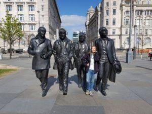 Przy pomniku Beatlesów na Pier Head