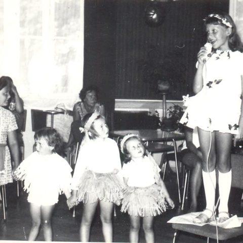 Z moją młodszą siostrą zagapione w wokalistkę