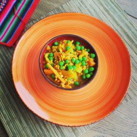 Soczewica z marchewką i zielonym groszkiem
