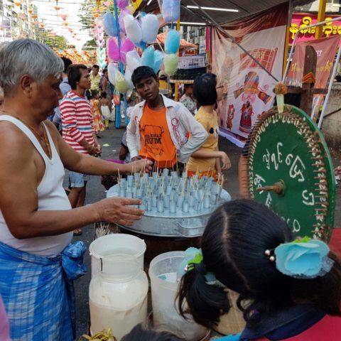 Sprzedawca cudów w Rangunie, fot. Beata Pawlikowska