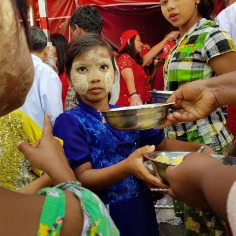 Tradycyjny birmański makijaż upiększający skórę, fot. Beata Pawlikowska