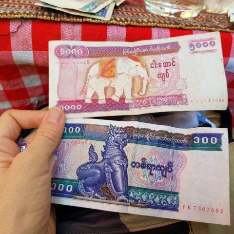 Birmańskie banknoty,  fot. Beata Pawlikowska