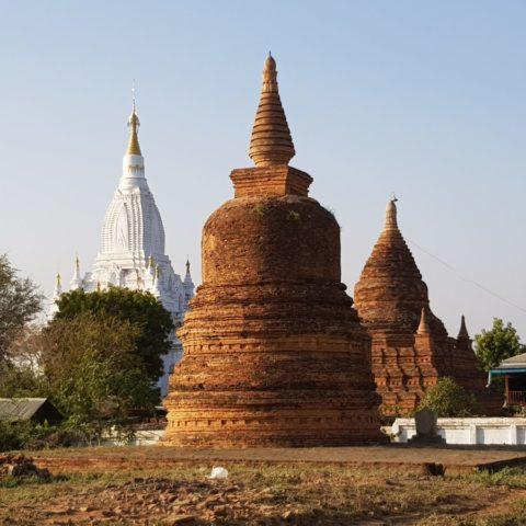 Buddyjskie pagody,  fot. Beata Pawlikowska