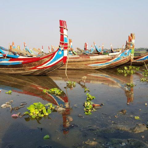 Łodzie na jeziorze Thaung Tha Man,  fot. Beata Pawlikowska