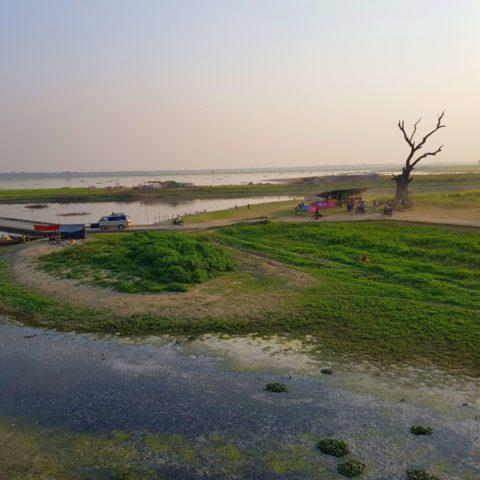 Na jeziorze Thaung Tha Man,  fot. Beata Pawlikowska