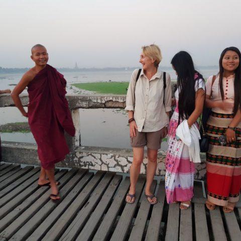 Z birmańskim mnichem,  fot. Beata Pawlikowska