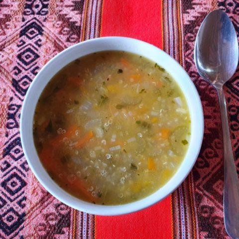 Zupa z kaszy quinoa – pożywna i pyszna. Fot. Beata Pawlikowska