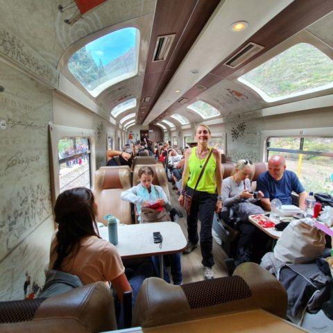 W pociągu jadącym do Machu Picchu (a właściwie do wioski Aguas Calientes tuż pod Machu Picchu). Fot. Beata Pawlikowska