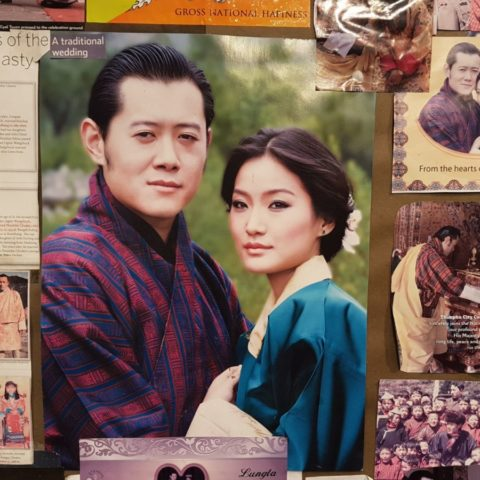 Król i królowa Bhutanu, inspiracja szczęśliwego życia dla wszystkich mieszkańców tego buddyjskiego królestwa w Himalajach