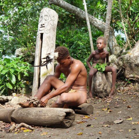 W wiosce ludzi z plemienia Small Nambas w Vanuatu.