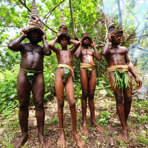 Wojownicy z plemienia Small Nambas na wyspie Malekula.