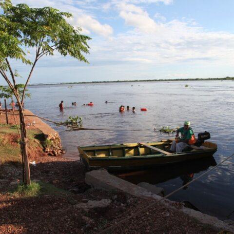 W porcie w mieście Concepción, skąd raz w tygodniu wypływa towarowa łódź.