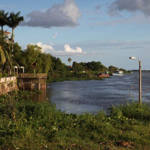 Miasto Concepción nad rzeką Paragwaj w Paragwaju.