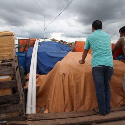 Na łodzi towarowej płynącej po rzece Paragwaj.