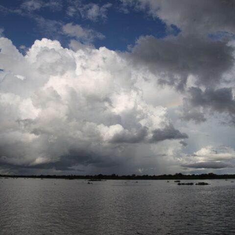 Niebo nad rzeką Paragwaj.