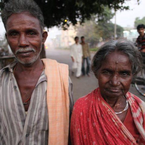 W bogactwie czy w ubóstwie, zawsze blisko razem, Kalkuta, Indie.