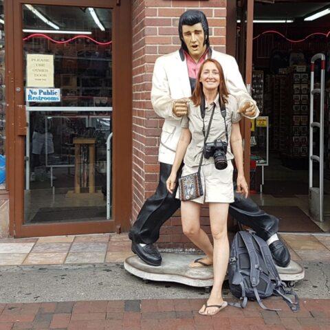 Z Elvisem na ulicy w Memphis.