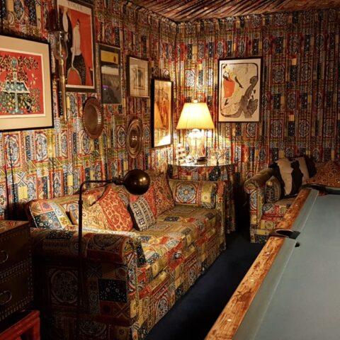 W pokoju bilardowym w Graceland.