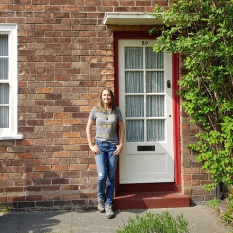 Przed domem rodzinnym Paula McCartneya w Liverpoolu