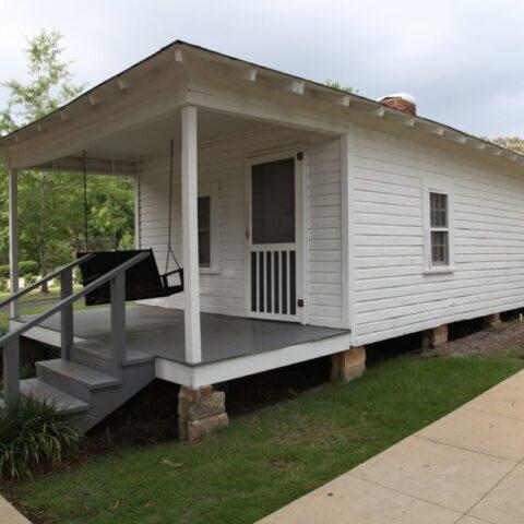 Domek, w którym Elvis przyszedł na świat i mieszkał przez pierwsze lata, Tupelo w stanie Mississippi.