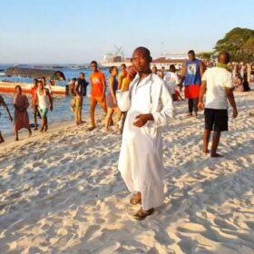 Zanzibar. Niedziela na plaży