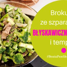Błyskawiczny przepis - brokuły ze szparagami i tempeh